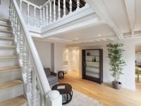 Escalier donnant sur mezzanine