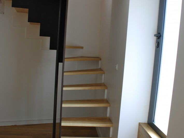 Escalier marches suspendues en bois