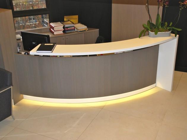 r novation tude de notaire christine clav re espace accueil avec un large bureau lumineux. Black Bedroom Furniture Sets. Home Design Ideas