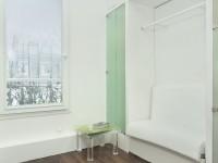 Espace autonome : douche, dressing, salon, chambre