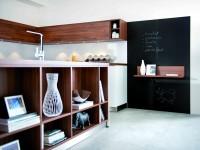 Etagère de rangement en bois dans la cuisine