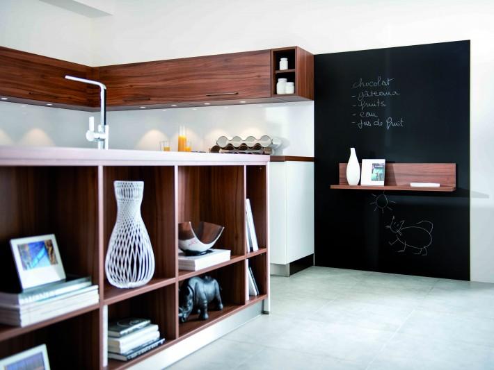Cuisine Strass Magnolia nocce - Schmidt - Etagère de rangement en bois dans la cuisine ...