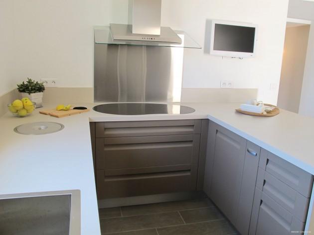 cuisine sans poign e inside cr ation hotte inox et verre id. Black Bedroom Furniture Sets. Home Design Ideas