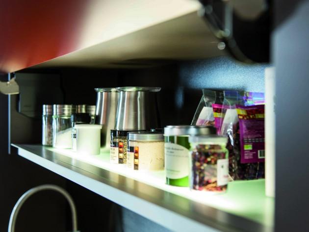Cuisine loft schmidt int rieur d 39 un placard pices for Interieur placard cuisine
