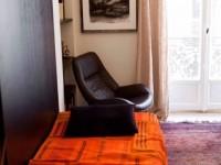 Lit pour la patientèle et fauteuil en cuir - Psychologue