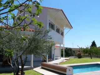 Maison avec piscine extérieure