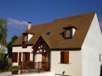 Maison individuelle avec petit porche à l'entrée