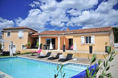 Maison individuelle avec solarium et piscine