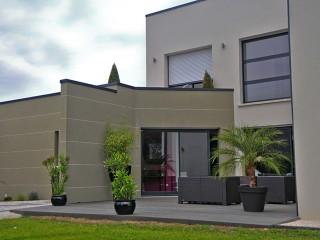 Maison individuelle d'architecture contemporaine, vue sur terrasse
