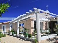 Maison individuelle typiquement provençale avec pergola