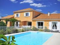 Maison s'inspiration provencale et sa piscine