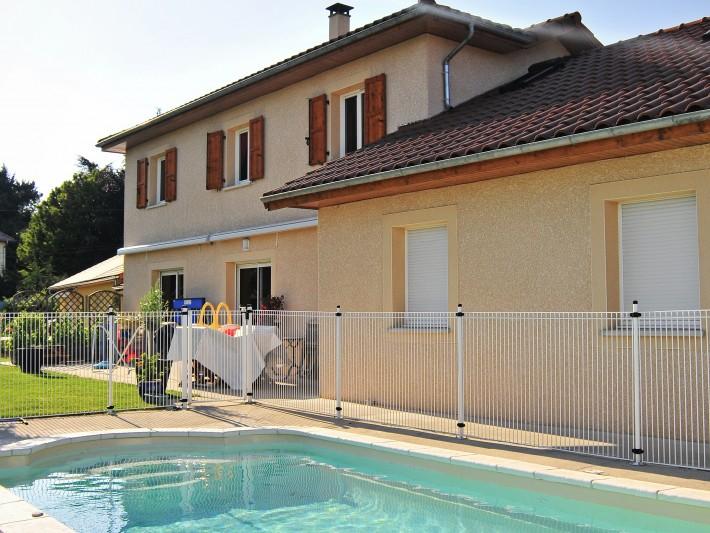 Maison traditionnelle avec sa piscine
