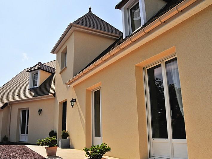 Maison traditionnelle avec une tourelle