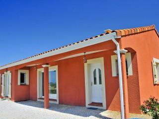 Maison traditionnelle de plain-pied - Vue sur l'entrée