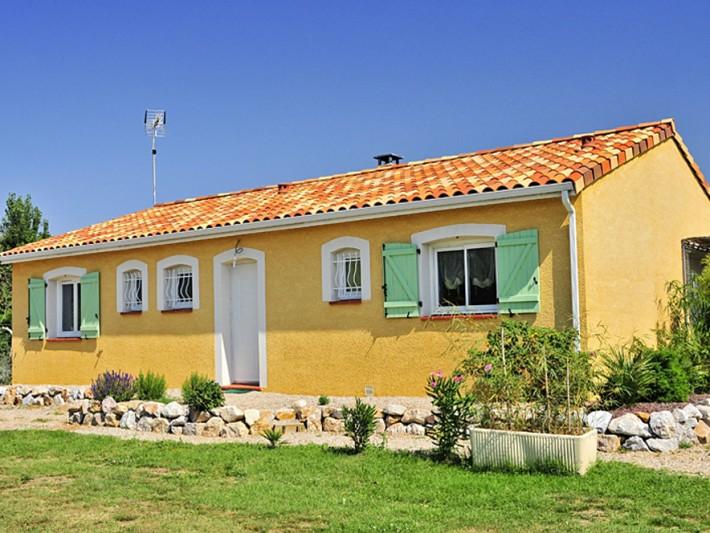 Maison traditionnelle de plain-pied aux couleurs du sud