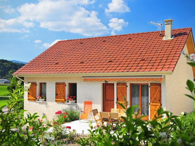 Maison traditionnelle et sa terrasse ensoleillé