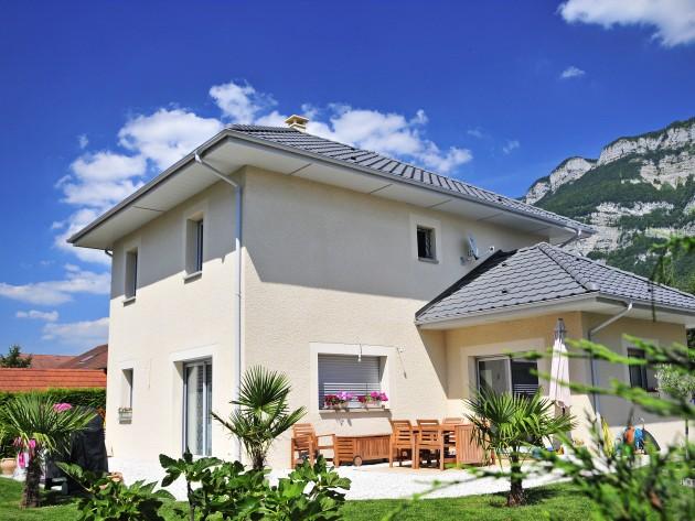 Maison traditionnelle et sa terrasse