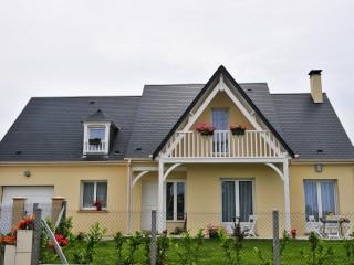 Maison traditionnelle, vue du jardin sur façade