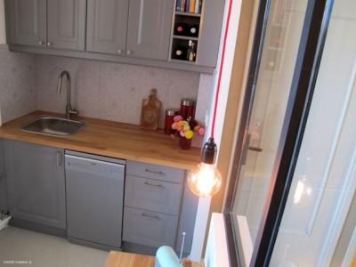 Meuble de cuisine en bois gris