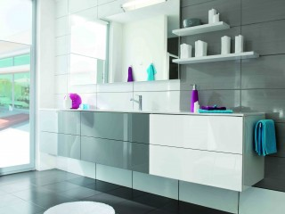 Meuble de salle de bain avec tapis rond