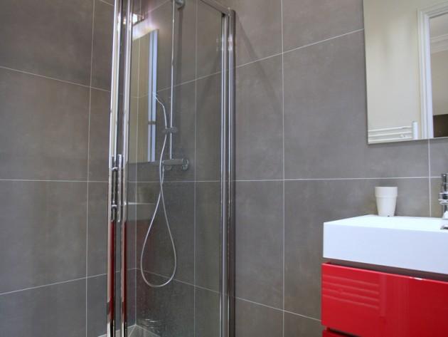 Meuble de salle de bain rouge