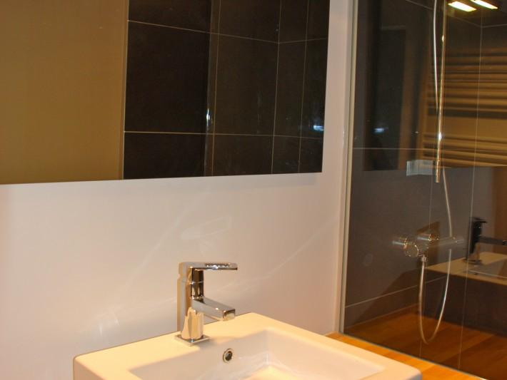Meuble de salle de bain sur pieds avec vasque