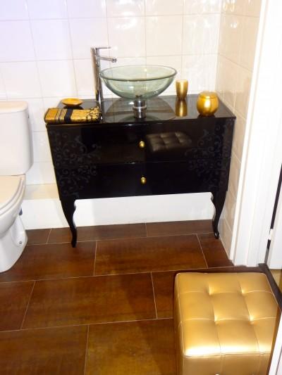 Salle de bains marron photo salle de bains marron page for Meuble lavabo noir