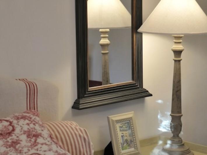 Miroir ancien encadré de bois