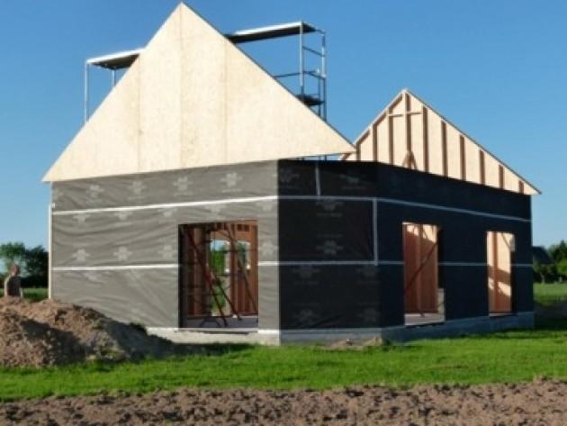Maison en ossature bois en normandie montage des murs en for Maison ossature bois normandie