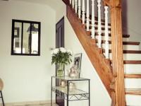 Montée d'escalier en bois