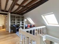 Petit salon de lecture et de détente situé sur la mezzanine