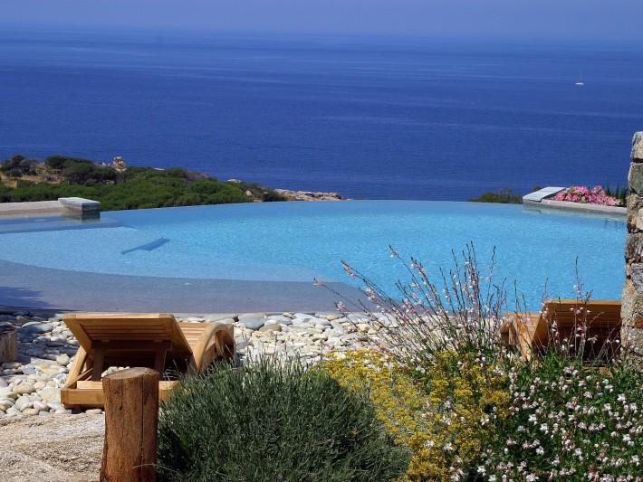 Petite piscine naturelle
