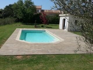Piscine d'extérieur provençale