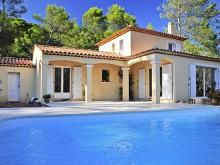 Piscine d'une maison traditionnelle et d'architecture provençale