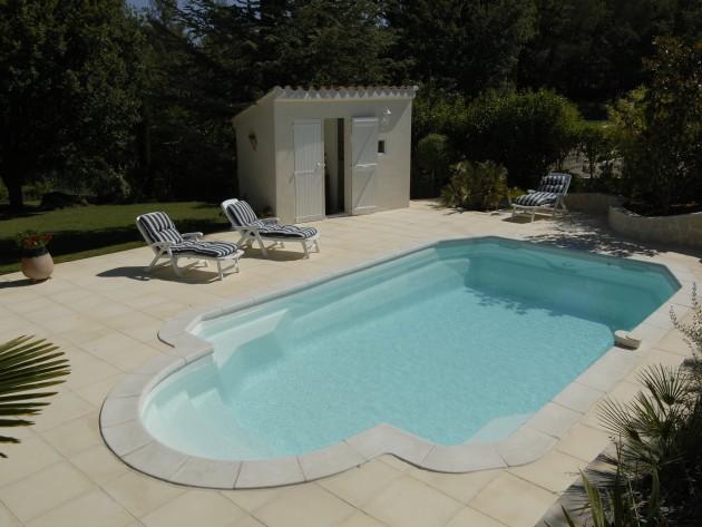 Construire piscine exterieure accueil design et mobilier for Construire piscine interieure