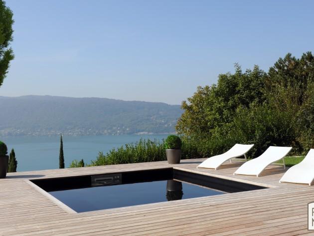 Piscinelle BO : Piscine carrée avec terrasse en bois clair