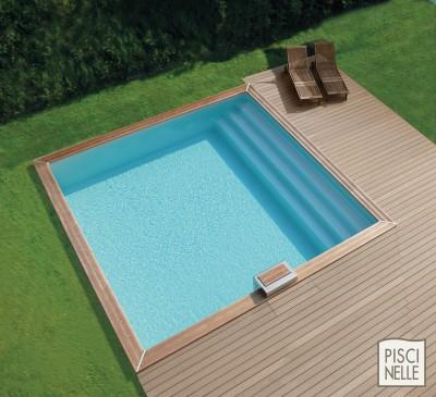 Piscinelle BO : Piscine carrée avec transats extérieurs en bois