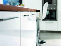 Placard de rangement de cuisine blanc laqué