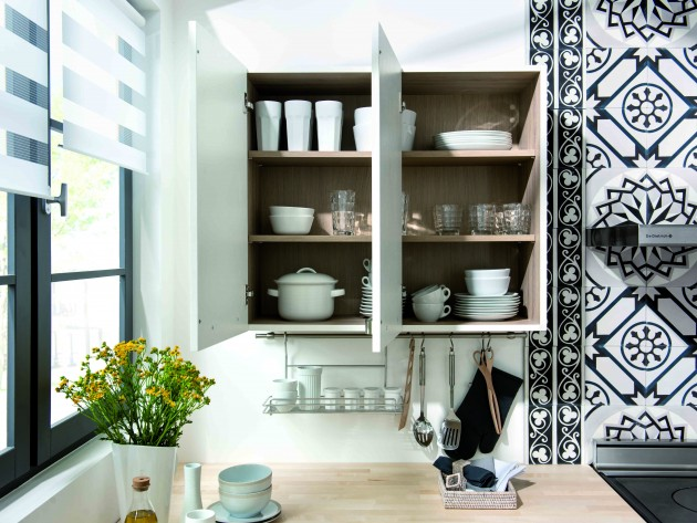 Cuisine artwood schmidt placards de rangement blanc de cuisine avec int rieur en bois for Rangement interieur placard cuisine