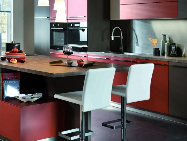 Cuisine loft schmidt plan de travail avec chaise de for Plan de travail bar cuisine