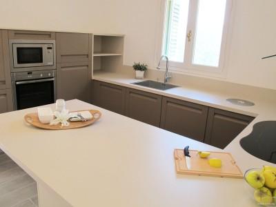 Cuisine sans poign e inside cr ation id - Plan de travail cuisine pliable ...