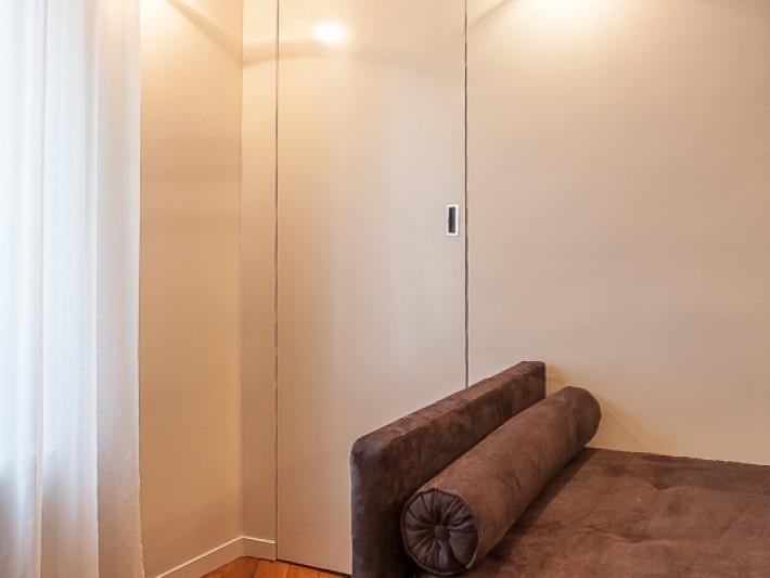 Porte encastré dans le mur