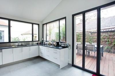 Porte et fenêtre style verriere avec metal
