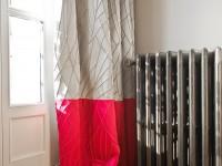 Radiateur en fonte avec rideau coloré