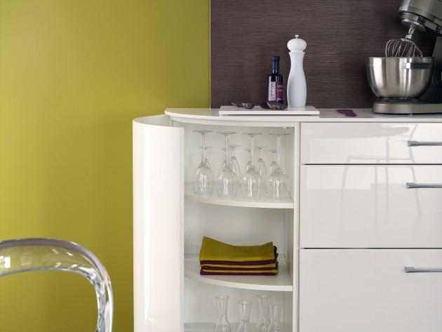 Rangement de cuisine blanc brillant et pratique