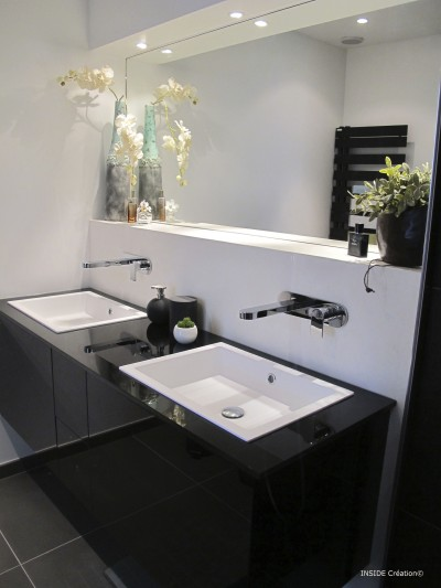 Salle de bains grise photo salle de bains grise for Petit meuble salle de bain avec lavabo
