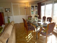Salle à manger avec espace repas, style très classique