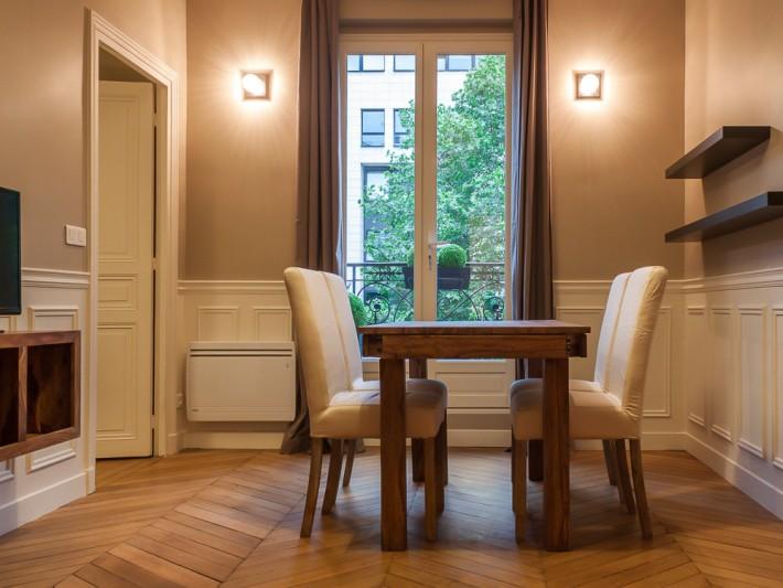 salle manger avec tagre et mobilier design