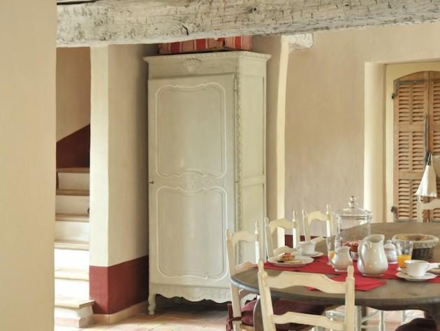 D coration ferme de cabassude villa medicis salle for Salon avec poutres apparentes