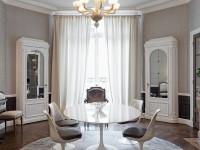 Salle à manger avec un lustre vénitien